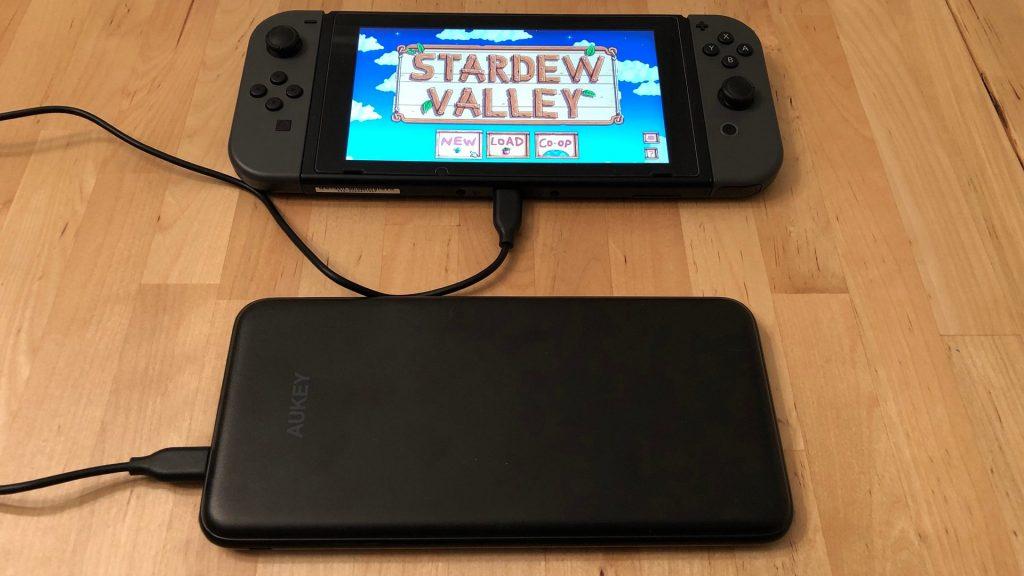 AUKEY PB-Y14 20000 USB-C with Nintendo Switch