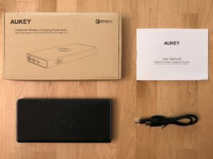 AUKEY PB-Y32 10000 Wireless box and contents