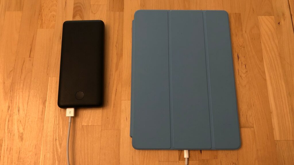 iPad Air with Anker PowerCore Essential 20000 PD