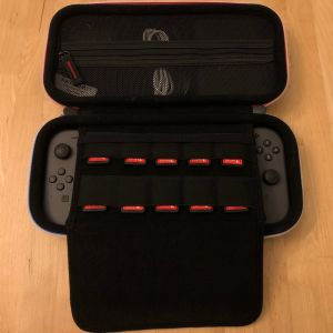 BAGSMART Nintendo Switch Case - Middle section with games