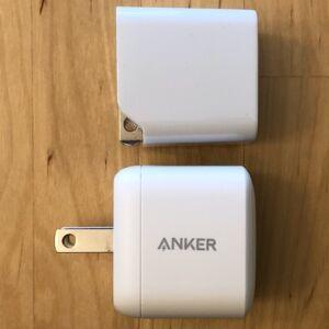 Top: AUKEY PA-Y19 Minima 27W. Bottom: Anker PowerPort Atom PD 1.