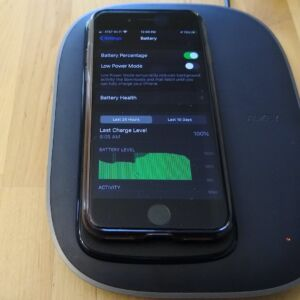 AUKEY Graphite Charging Hub wirelessly charging iPhone 8