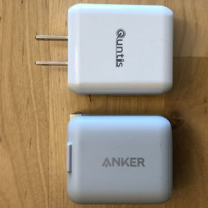 Top: Quntis PD Fast Charger and Cable. Bottom: Anker PowerPort PD 1.