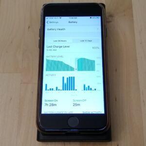 ZMI LevPower M10 USB-C wirelessly charging an iPhone 8